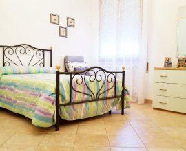 CALENZANO - Zona Carpognane appartamento di 5 vani con box auto e cantina.