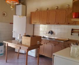 CALENZANO- Settimello, appartamento di 7 vani in bifamiliare.