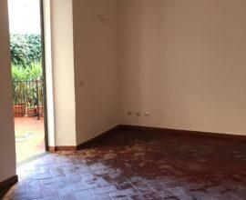 SESTO FIORENTINO-Centro casa indipendente 4 vani con resede.