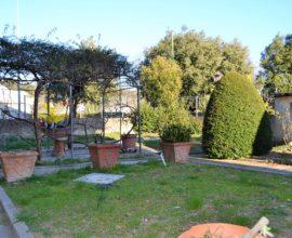FIRENZE - Castello 4 vani con giardino privato.