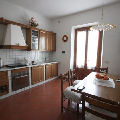 CALENZANO-Travalle appartamento di 3 vani in quadrifamiliare.