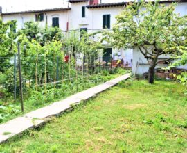 FIRENZE- Brozzi,terratetto di 5 vani (nuda proprietà).