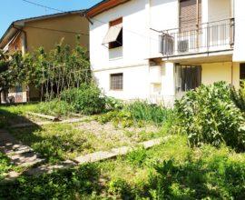 CAMPI BISENZIO- Villetta con giardino libera su tre lati.