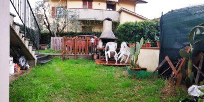 CAMPI BISENZIO -Villetta bifamiliare con giardino.
