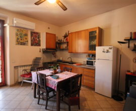 PRATO -Le Macine appartamento di tre vani in trifamiliare.