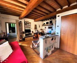 SESTO FIORENTINO-Colonnata appartamento di tre vani su due livelli.