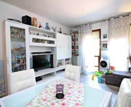 CALENZANO - Centro appartamento tre vani con posto auto e soffitta.