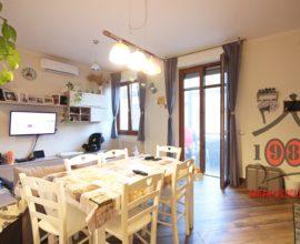 CALENZANO - Appartamento 3.5 vani con box e cantina.