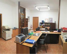 CAMPI BISENZIO-Zona centrale ufficio in edificio direzionale.