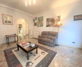 PRATO-Soccorso appartamento 5,5 vani con cantina e box auto.