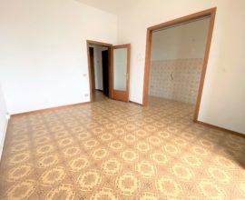 CALENZANO -Ampio appartamento 5 vani con terrazza abitabile.