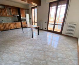 Calenzano- Zona Poste, appartamento di 4 vani.