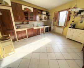 CALENZANO- Molino appartamento 4 vani in bifamiliare.